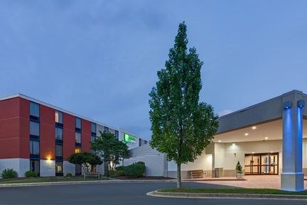 Holiday Inn Express Hotel & Suites - Wilkesboro